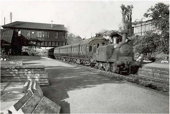 Steam engine calls at Strathbumgo Station
