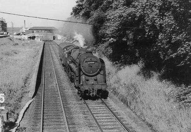 Strathbungo Station, engine under steam